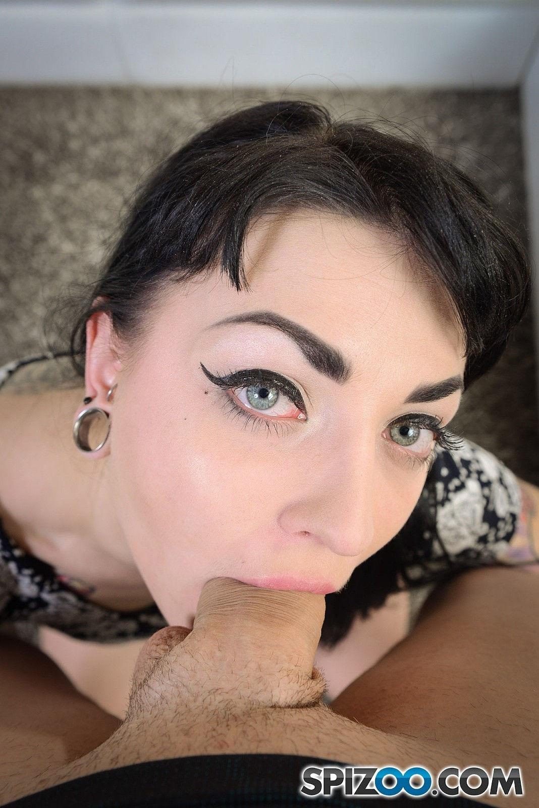 Gothic pornstar Draven Star deep throat blowjob in a free Spizoo sex gallery