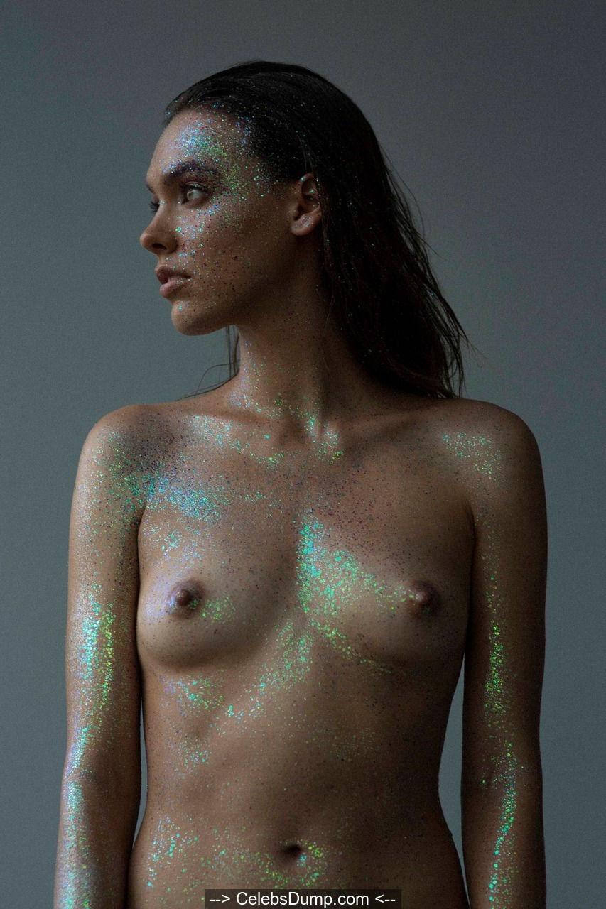 Kasia Kmiotek nude tits
