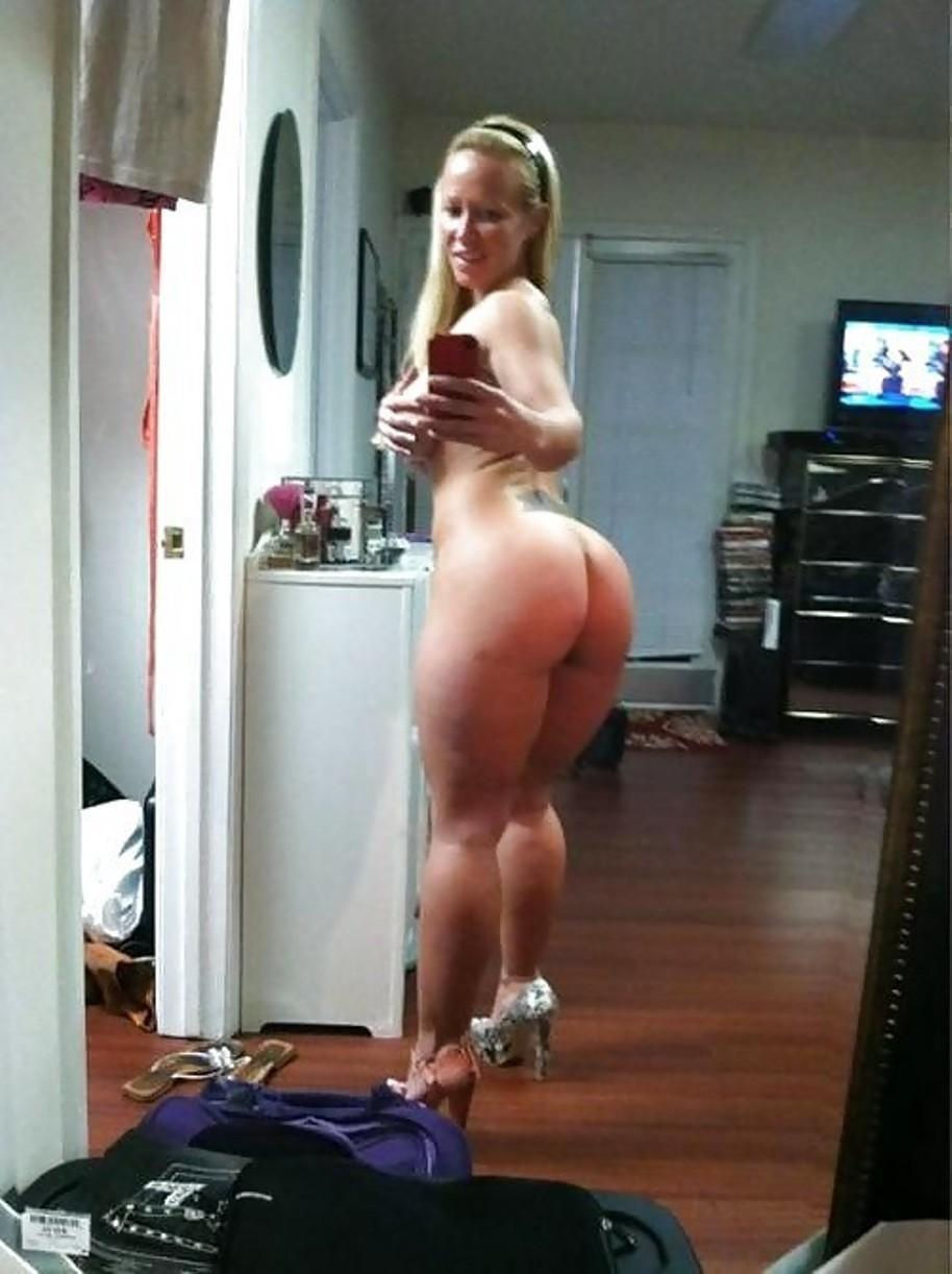 Pretty blonde Wifey enjoys showing off her bare ass