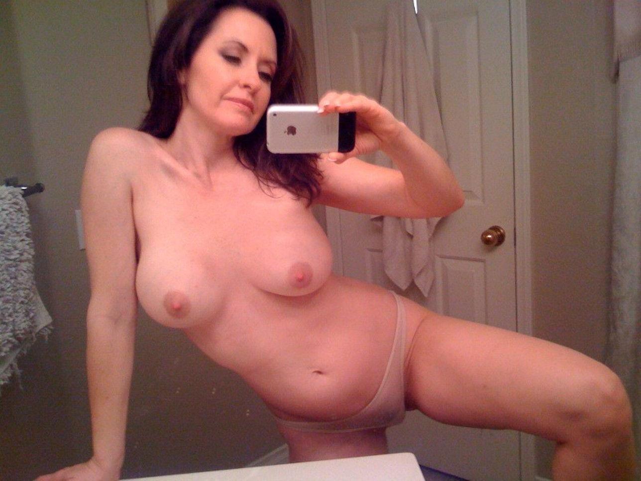 Cute Amateur Teen Posting Her Nude Selfies