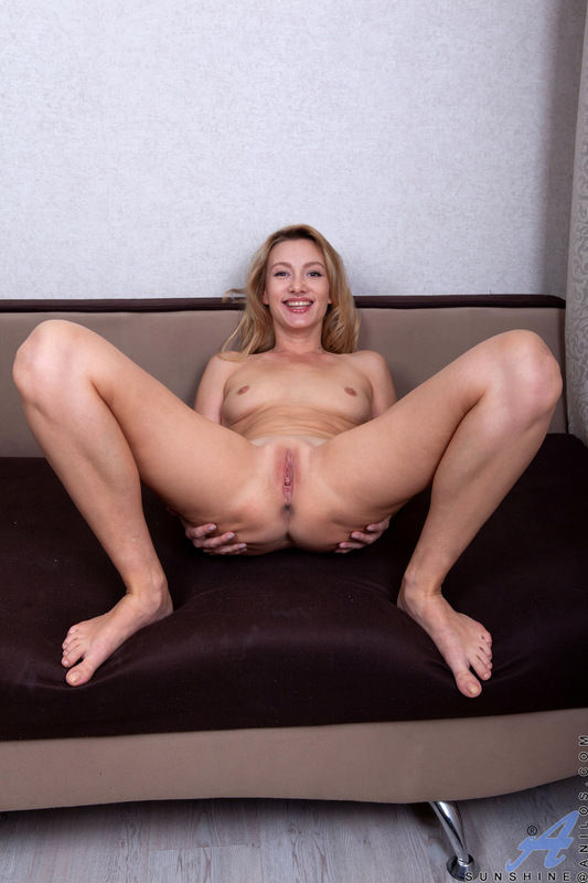Small titted mature Anilos pornstar Sunshine shows shaved pussy and asshole in free sex gallery