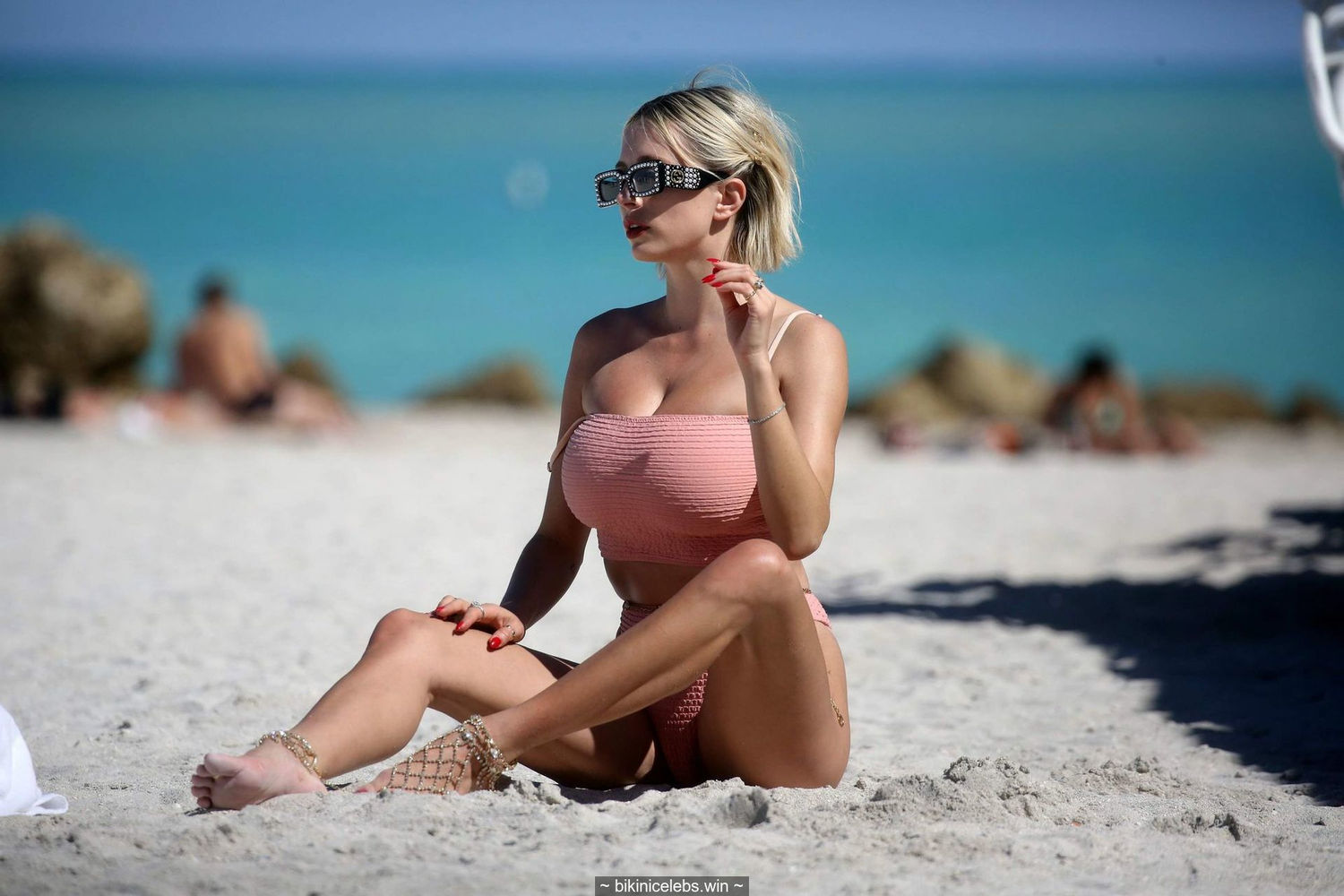 Busty Caroline Vreeland wearing a bikini at a beach