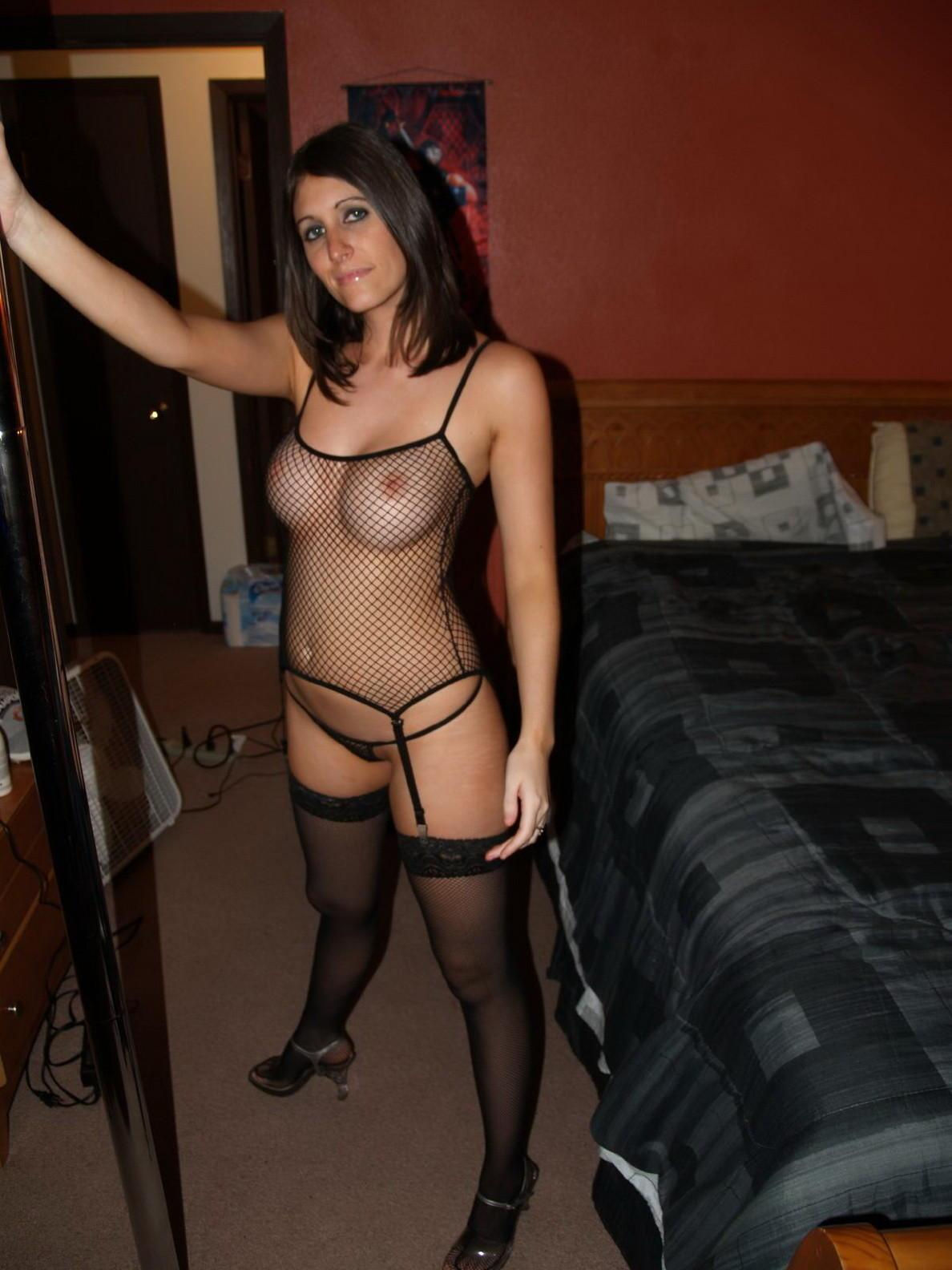 Dark haired female with big boobs exposes prefect body in black lingerie