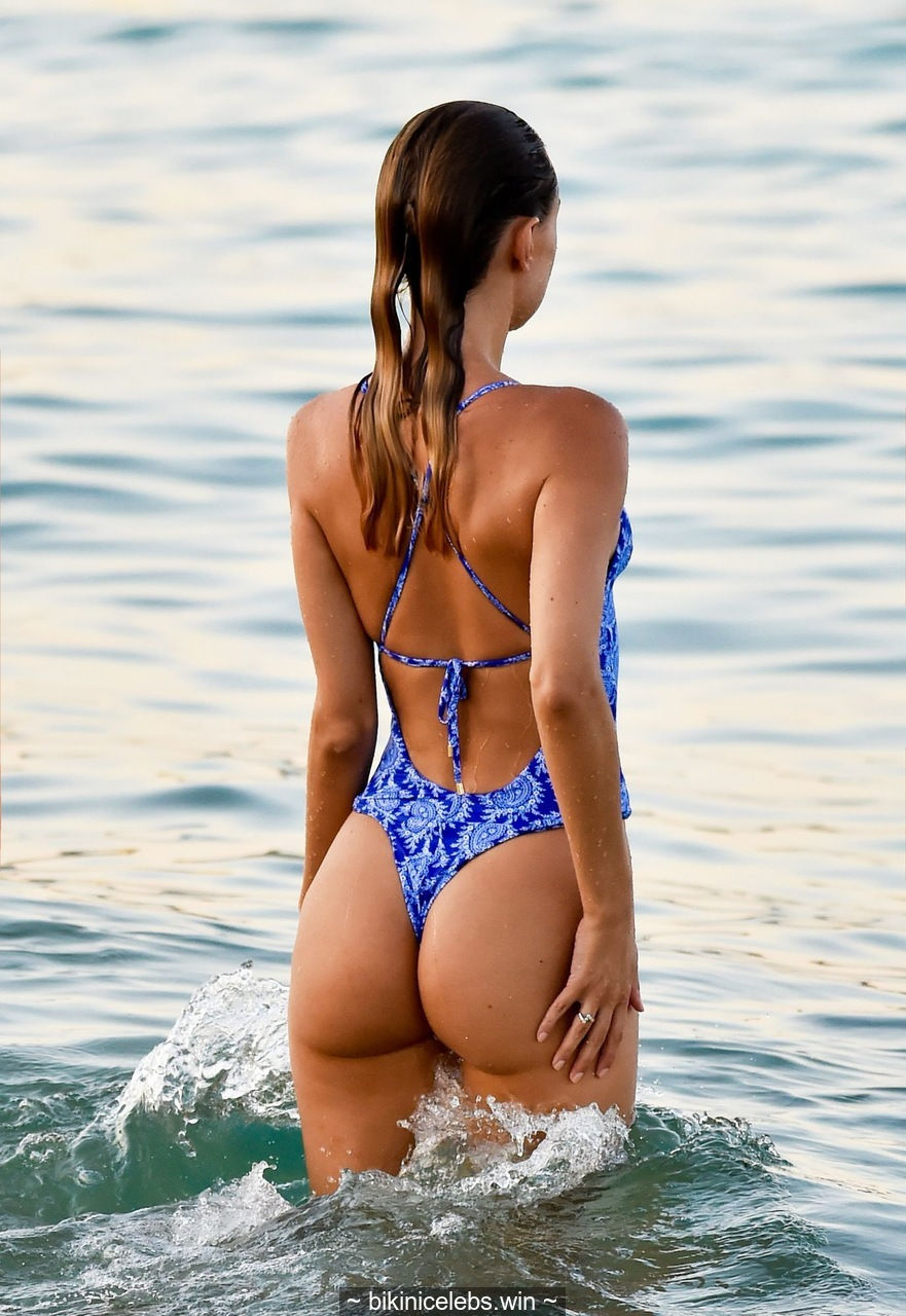 Kimberley Garner goes for a evening dip in Miami