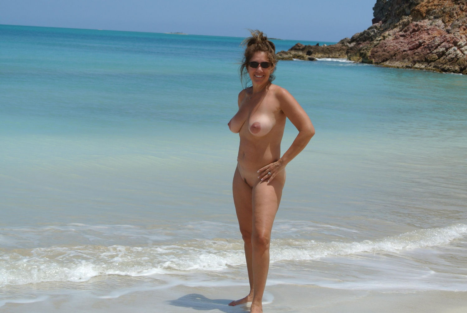 Pretty wife demonstrates nice tits and pussy on the beach