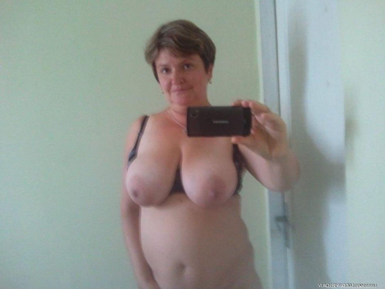 Brunette amateur mature exposes her saggy tits in mirror for selfie
