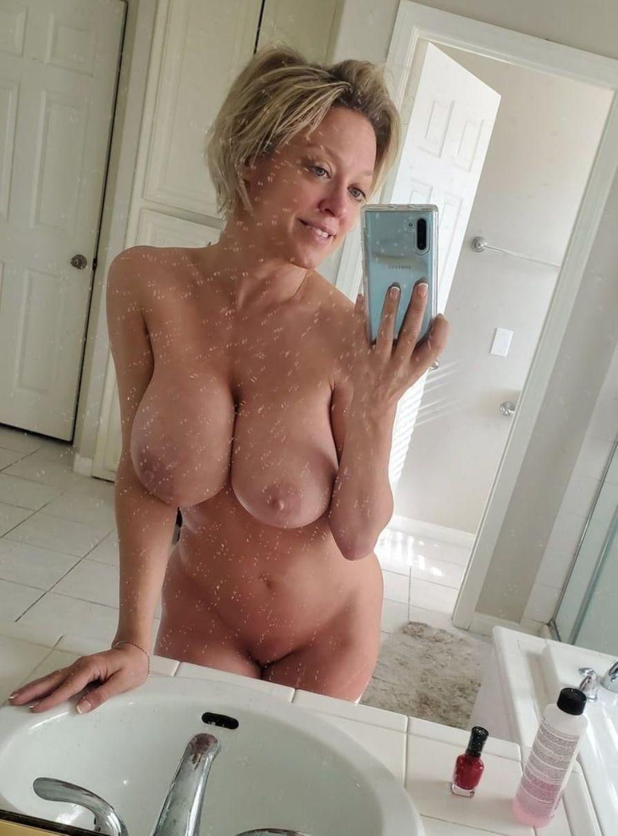 Busty amateur wife bres her huge boobs and shaved pussy for mirror self shot