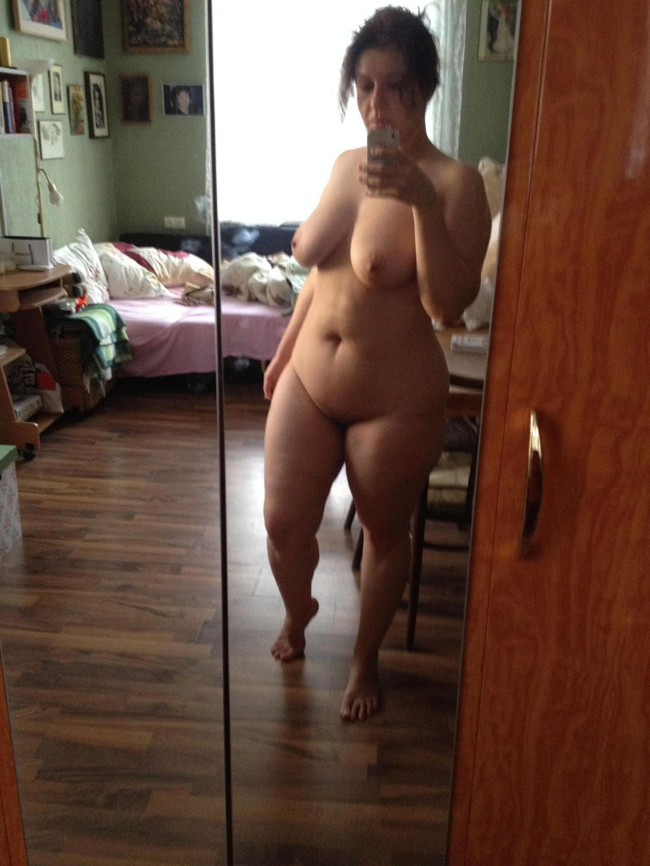 Amateur senior take totally naked selfie in the mirror