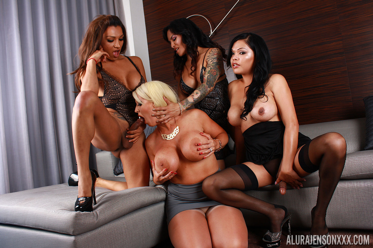 Blonde busty pornstar Alura TNT Jenson gives blowjob a trans beauty in a free foursome porn gall ...