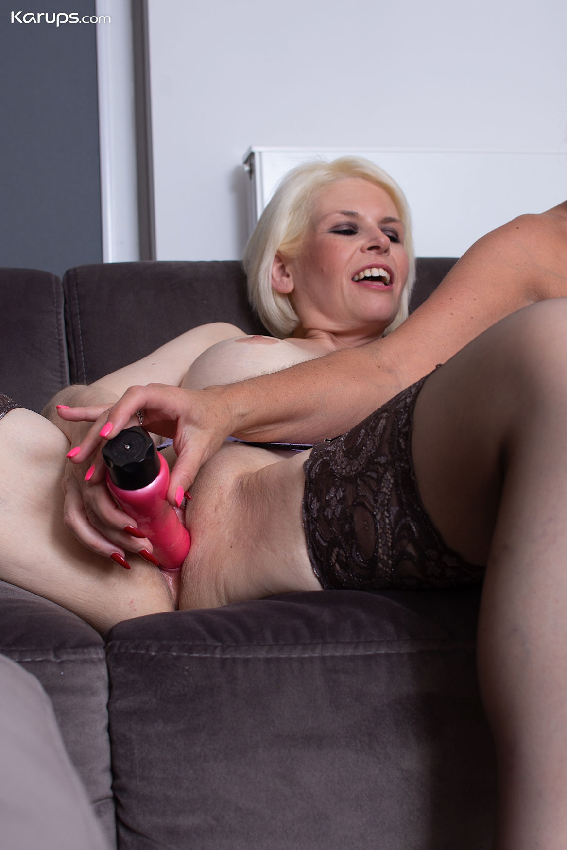 Blonde mature pornstar Skyler Squirt with big vibrator in a free Karup lesbian sex gallery with  ...