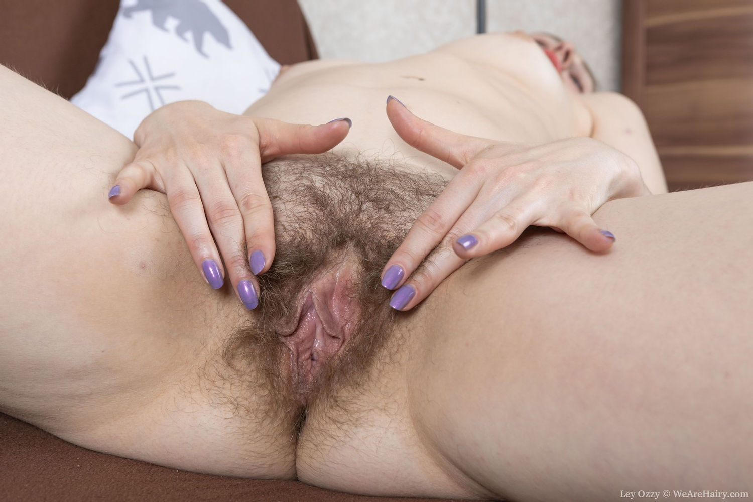 Amateur mature sex model Ley Ozzy spreading legs to show hairy pussy and cameltoe with big clit