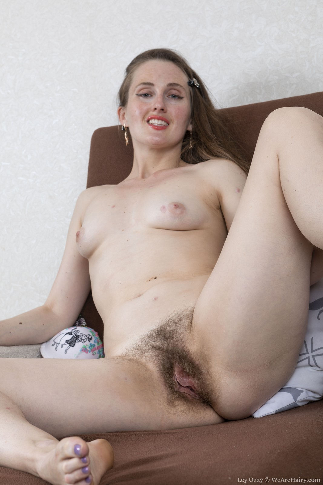 Amateur sex model Ley Ozzy spreading legs to show hairy pussy and big clit