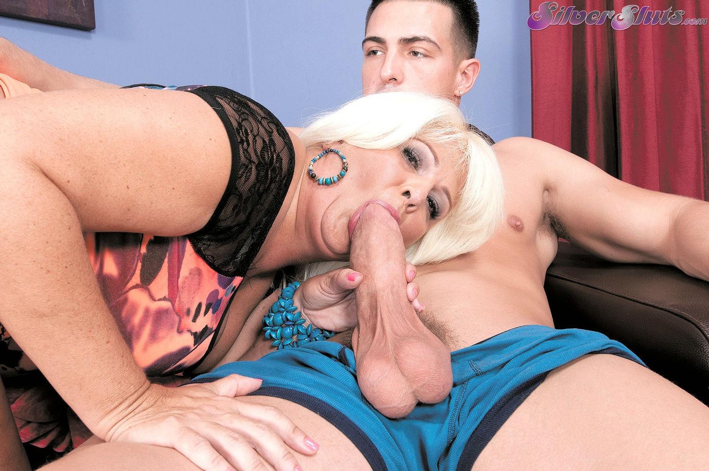 Plump mature BBW granny Lori Suarez gives blowjob in free Silverstone sex gallery