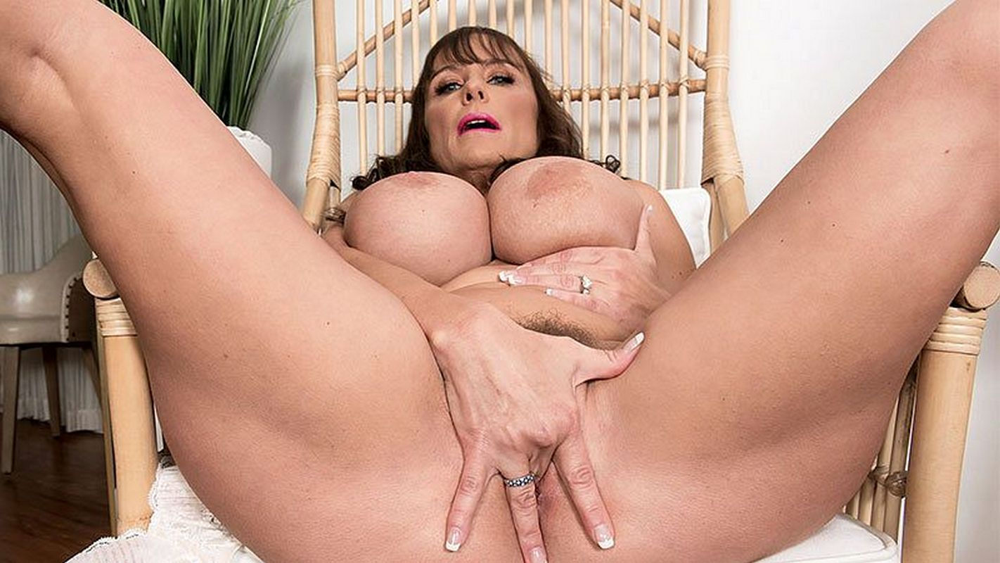 Busty milf Scoreland pornstar with huge boobs Shelby Gibson fingering mature pussy in Pornmegalo ...